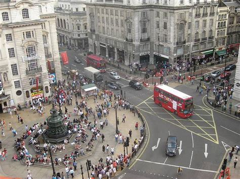 Piccadilly Circus - Practical information, photos and