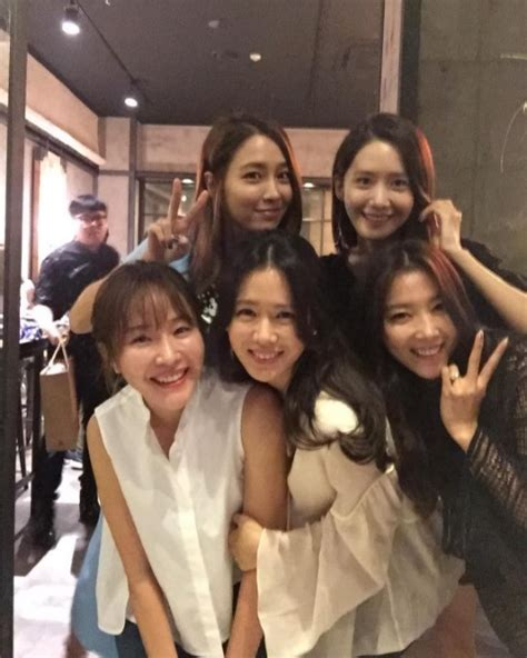 Son Ye Jin Shares Photo With YoonA, Lee Min Jung, And More